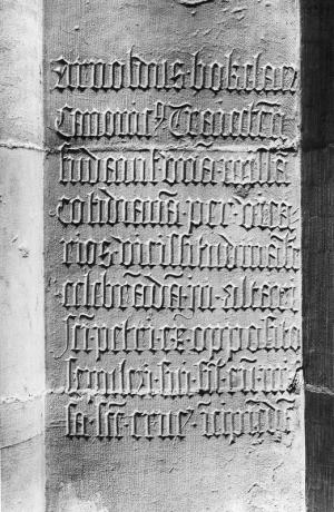 Text commemorating a foundation by Arend (Arnold) Bokelaer (on pillar)