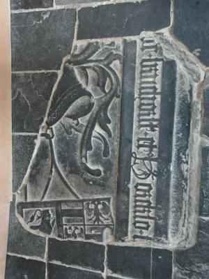 Floor slab of  Frederik van Bronckhorst-Borculo  and Mechteld van den Bergh (?):  fragment 1