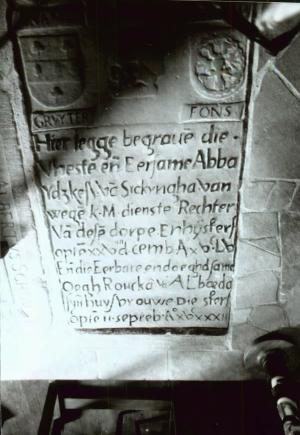 Floor slab of Abba Ydskes van Sickyngha and Oegh Roucka van Albaeda, detail inscription