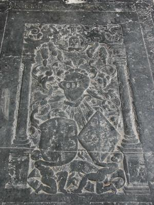 Floor slab of Kempo van Wijnie, detail heraldry