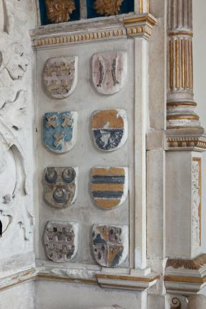 Tomb monument of Gerrit van Assendelft and Beatris van Dalem: detail of heraldic shields on the right