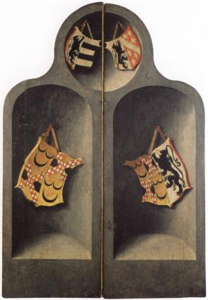 Heraldic shields in niches (closed state)
