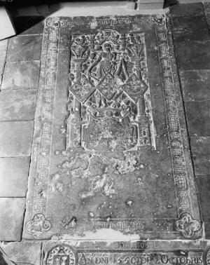 Floor slab of Auck van Stania, Rints van Roorda and a third wife of Syds van Buwinga